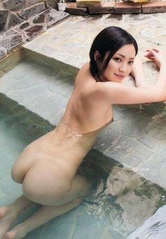 水中美尻美女