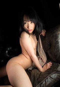 黒の中の全裸美女