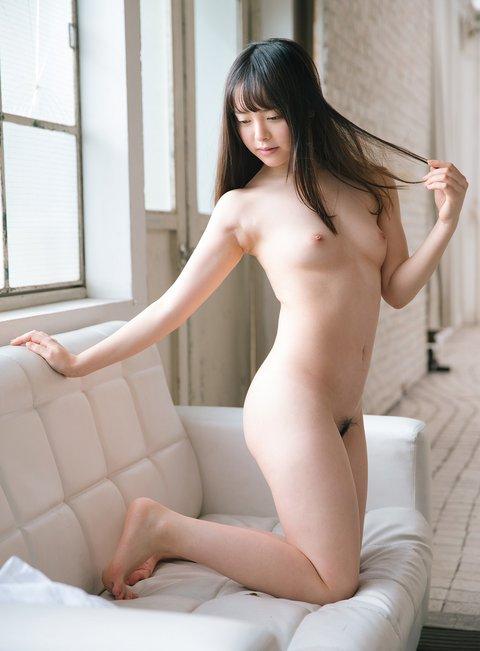小倉由菜 全裸写真。