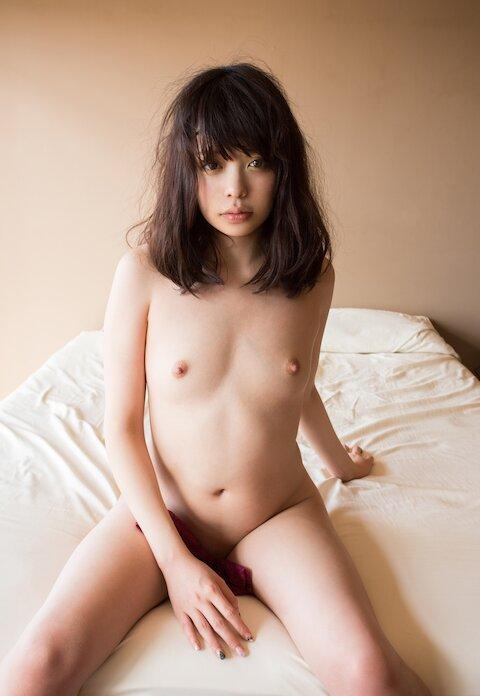 ブルー水の中の全裸