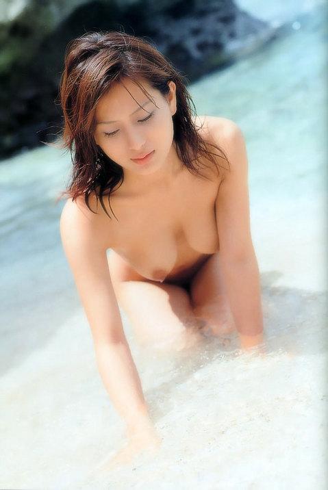 綺麗な砂浜ヌード